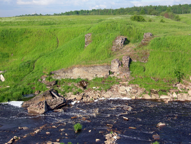 And there is a palimpsest of destruction in this area of Russia.  This bridge over the River Tosna (N59.64682°, E30.80679) was destroyed by White forces in 1919 during the Civil War.