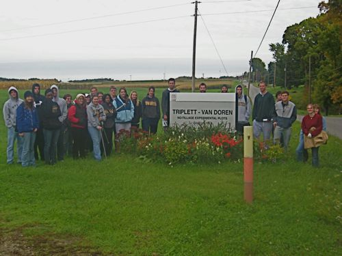 The class at the No-Till experimental plots at the OARDC in Wooster. Stduents took soil cores from plots that were convnetionally tilled and those taht have not been tilled for 50 years. The soils and organin content in each of the soil cores clearly showed differences in soils structure and organ content