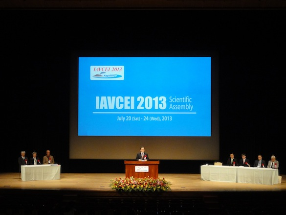 IAVCEI leaders and local welcome delegates from ~60 countries in today's opening ceremony.