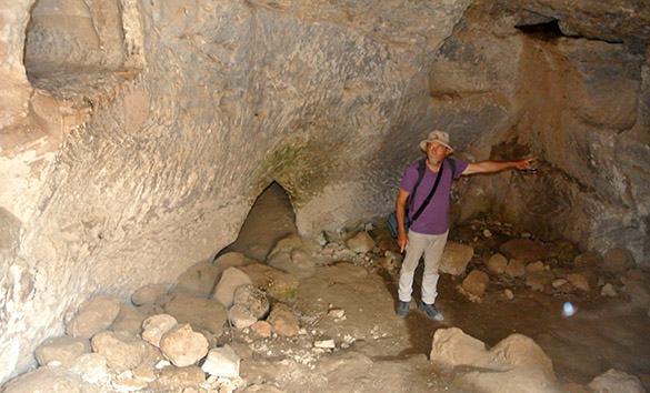 Tel Azeka cave 041314