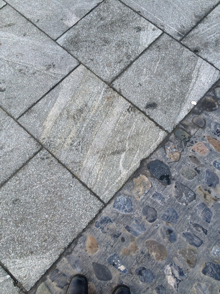 Walkways of marble from China were added later to make the square more accessible.